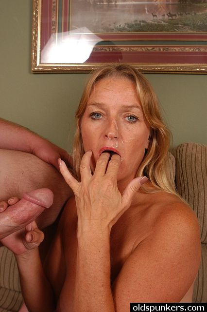 Smoking hot older babe from old spunkers consider