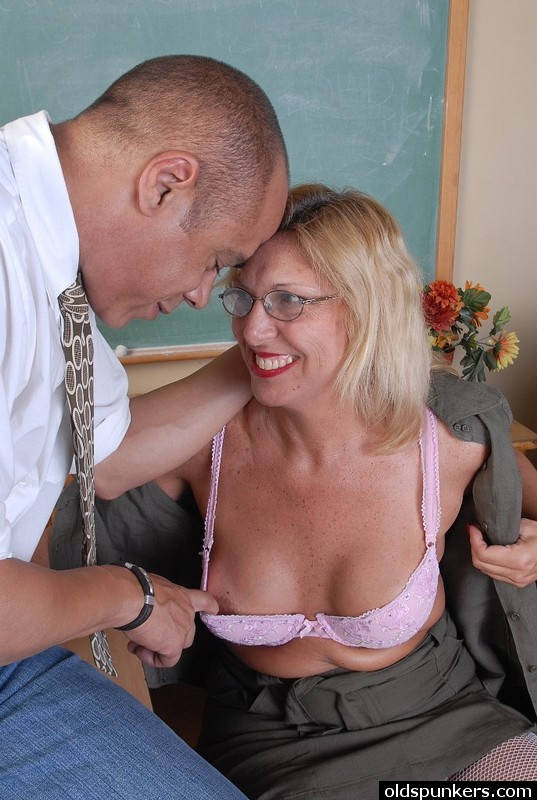 Sexy old spunker is a super hot fuck and loves facials 3