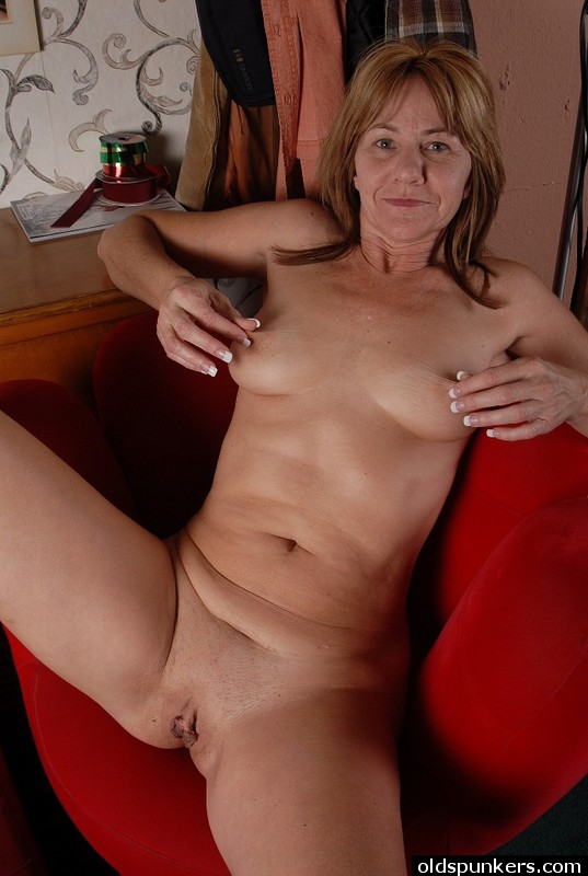 Pretty woman big dildo