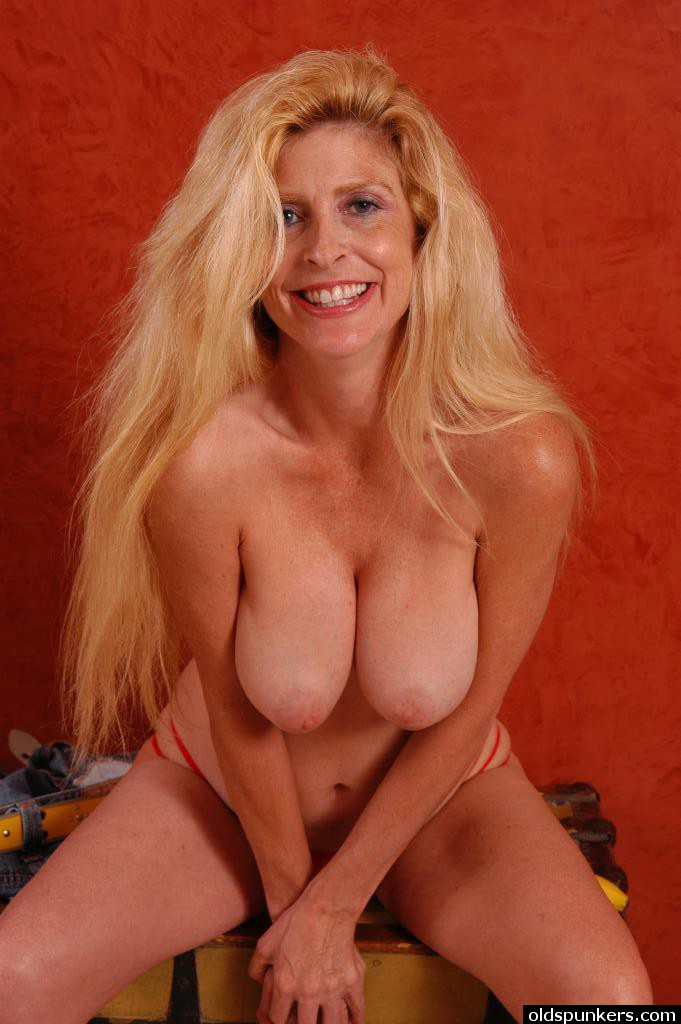 This rather attractive mature women gallery possible fill