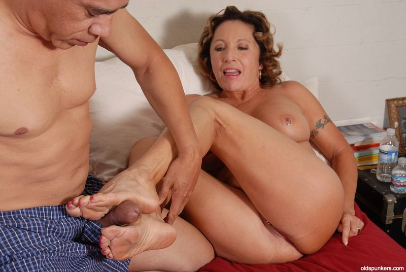 Mature foot jobs
