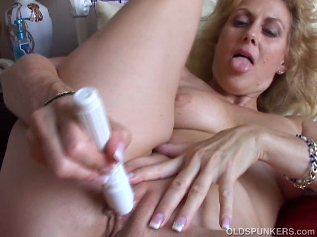 Gorgeous mature amateur loves to feel it in her tight little asshole