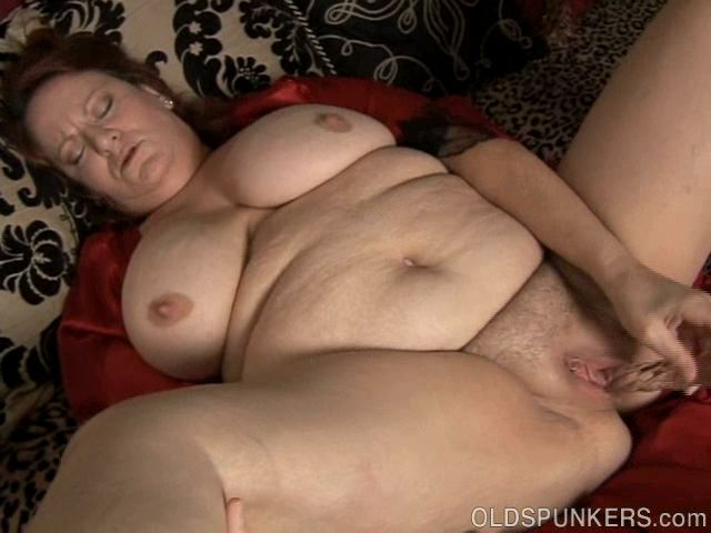 Big beautiful mature amateur has lovely big tits and a fat juicy pussy